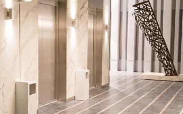 Ascensores Excelsior en la serie Traición, vista desde el Hall del edificio